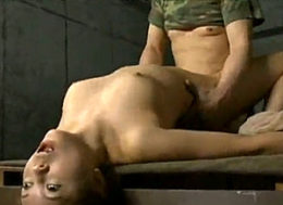 媚薬で快楽漬けにされた女兵士が白目を剥いてガクガク激痙攣イカされまくる!木島すみれ・伊藤りな