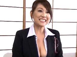 熟女カウンセラーが引きこもり生徒に潮吹かされ大絶叫でイカされまくる!近藤郁美