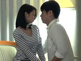Fカップ人妻29歳、初めての浮気ドキュメントで潮吹きビクビク痙攣イキまくり!前田可奈子