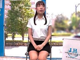 内定ゼロのトロそうな女子大生がMM号の就活カウンセリングで騙されて潮吹きお漏らし!媚薬キメセク3Pでビクビク痙攣イキ!富田優衣