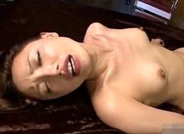 「オマンコの痙攣が止まらない〜」顔を歪め潮吹きマジイキまくる美女!本城小百合