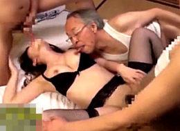 絶倫老人達との孕ませセックスで潮吹き痙攣イキまくる美人妻!波多野結衣