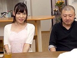 中年彼氏と中出しエッチでビクビク痙攣マジイキする女子大生!富田優衣