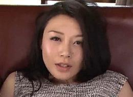妖艶な美熟女がアナルファックで汗だくビクビク痙攣イキまくり!中島京子