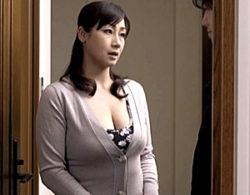 夫の入院中に連れ子の上反りチンポに堕ちた巨乳継母!宮部涼花