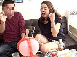 エロケバい高齢熟女がナンパ男のデカチンで高速ピストンされ垂れ乳揺らし痙攣マジイキ!青井マリ