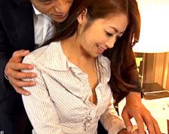 ムッチリ熟女人妻が仕事場の上司2人に3P陵辱されハメ潮吹き痙攣イカされまくる!村上涼子