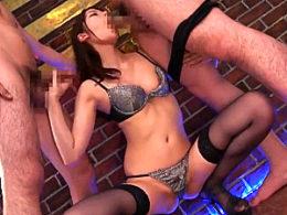 フェラ大好き美女が3Pエッチで汗だく激痙攣イキまくり!楓カレン