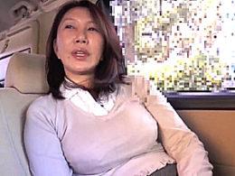 細身の清楚熟女がナンパされ乳首をビンビンに勃起させ連続イカされまくり中出し激痙攣!