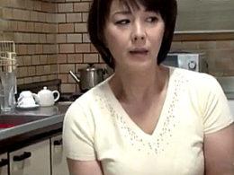 ムッチリ母親が思春期の息子に寝取られ潮吹き痙攣イカされまくる!円城ひとみ