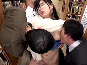 男性と縁のない腐女子のメガネ地味子が図書館で病みつきになる快楽漬けにされ性処理ペットに堕とされる!永井みひな
