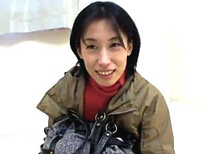 ちょい出っ歯な三十路美人妻がナンパされ黒乳首の垂れ乳を揺らし泣きまくる!石田えりこ