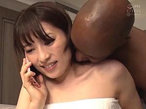 黒人英語教師に寝取られた美人妻がビクビク痙攣イキまくり!紗々原ゆり
