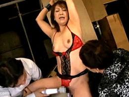 エロケバい五十路熟女がセフレに3P調教されビクビク痙攣イキまくり!近藤郁美