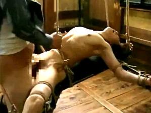 両手足を固定された人妻が4人の兵士達に廻されガクガク激痙攣イカされまくる!横山翔子
