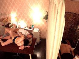 カップルマッサージで寝取られた巨乳熟女が旦那の隣でガクガク激痙攣イカされまくる!桐島美奈子ほか