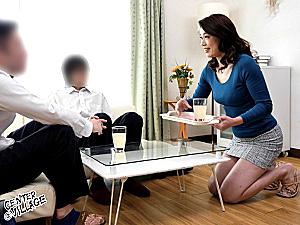 デカ乳輪で黒乳首のパイパン熟女が息子の同級生に堕とされビクビク痙攣マジイキ連発!里崎愛佳