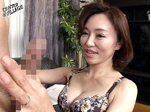 アヒル唇のエロ顔五十路熟女が初撮りエッチで潮吹き痙攣マジイキまくり!谷崎鈴