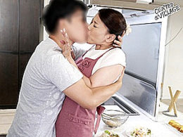 卑猥な黒乳首の母親が息子に追撃ピストンされまくりガクガク痙攣イカされまくる!里崎愛佳