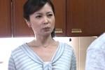 真面目な熟女母が息子友人との快楽に溺れビクビク痙攣イキ!三井茜