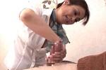 高齢熟女マッサージ師が若い男性客を痴女って巨根にガクガク痙攣アクメ!五十嵐慶子